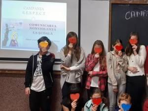 """Elevi şi profesori ai Şcolii Gimnaziale nr. 4 Suceava, """"Solidari întru R.E.S.P.E.C.T"""