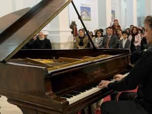Maestrul Horia Mihail va cânta pe 15 februarie la pianul recent cumpărat de Primăria Suceava - Foto Virgil Oprina
