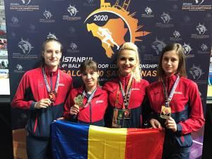 Antrenoarea Erzilia Ţîmpău, alături de proaspetele medaliate de la Balcaniadă