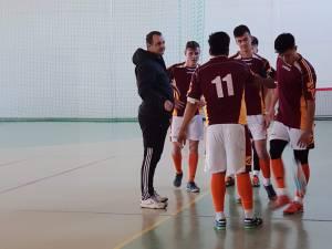 Antrenorul Marcel Irimie, alături de jucătorii săi