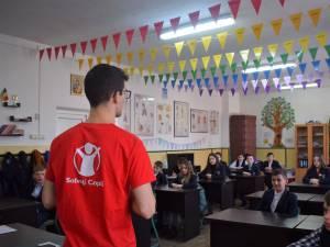 Peste 200 de elevi din clasele gimnaziale de la Moldoviţa au participat la o sesiune de informare, organizată de Salvaţi Copiii Suceava