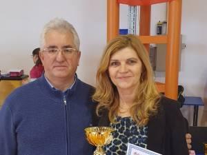 Primarul Sucevei, Ion Lungu, și campioana olimpică Paula Ivan la acțiunea de promovare a atletismului în rândul tinerilor