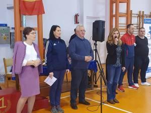 Primarul Sucevei, Ion Lungu și campioana olimpică Paula Ivan la acțiunea de promovare a atletismului în rândul tinerilor