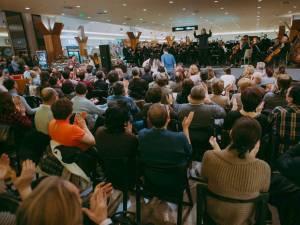 Soprana Mediana Vlad, tenorul Bogdan Lupea și Filarmonica de Stat Botoșani concertează la Iulius Mall