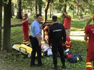 Bărbatul imobilizat de jandarmi a intrat în stop cardio-respirator, iar la faţa locului a fost chemat de urgenţă un echipaj medical