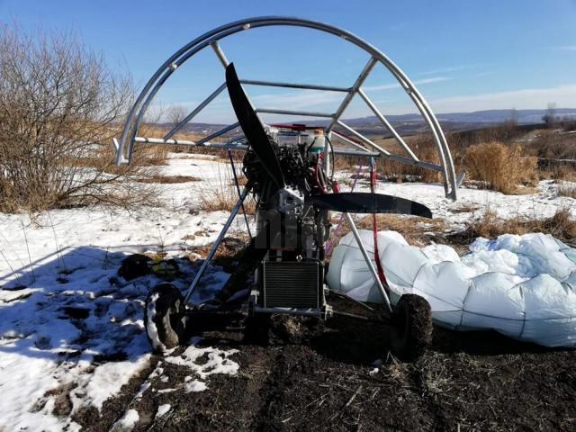 O motoparapantă cu ţigări din Ucraina a căzut pe un ogor din Șerbăuţi