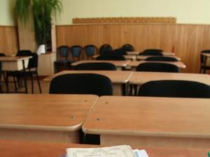 Cursurile a două şcoli din Fălticeni, afectate de infecţiile respiratorii