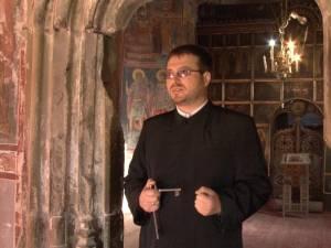 Preotul Herea la Biserica Monument Pătrăuţi