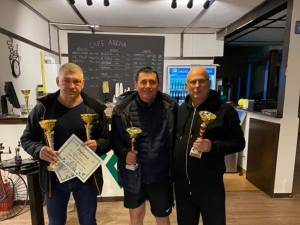 Viorel Negru, Alexandru Năstasă și Igor Lelenco prezintă trofeele câștigate la Botoșani