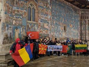 Profesori şi elevi din Turcia, Portugalia, Macedonia şi Lituania au vizitat mănăstiri din Bucovina