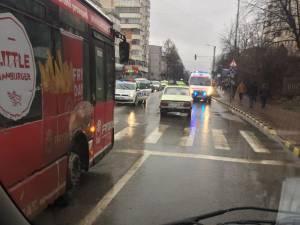 Femeia a fost accidentată în timp ce traversa strada pe trecerea de pietoni