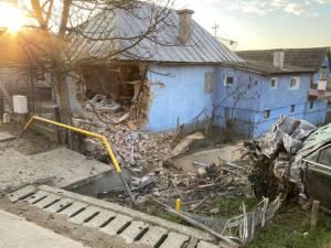 Casa distrusă de impact