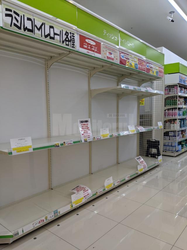 Rafturi goale în magazine din Japonia
