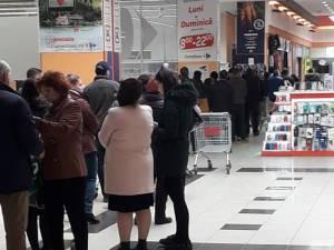 Coadă la Carrefour