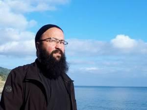 """Părintele Visarion Alexa: """"Vom trece peste încercarea aceasta cu credință, cu dragoste și grijă unii față de alții"""""""