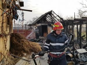 Focul a fost stins după aproape trei ore de muncă a pompierilor