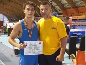 Laurențiu Ungureanu alături de antrenorul Andu Vornicu