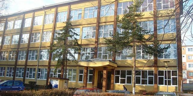 """Căminul internat de la Colegiul Național """"Spiru Haret"""", pus la dispoziția Spitalului Județean"""