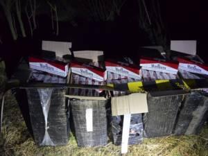 Mercedes încărcat cu țigări de contrabandă, de aproape 25.000 de euro, abandonat la Falcău