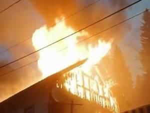 Un incendiu violent a afectat grav o locuință din comuna Iacobeni