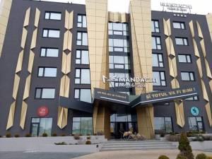 Hotelul Mandachi din Suceava, gratuit la dispoziția cadrelor medicale, care nu vor să meargă acasă de teamă să nu-și infecteze familiile