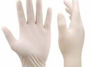 1.800 de mănuși au fost donate Spitalului Județean Suceava, prin intermediul Primăriei Suceava