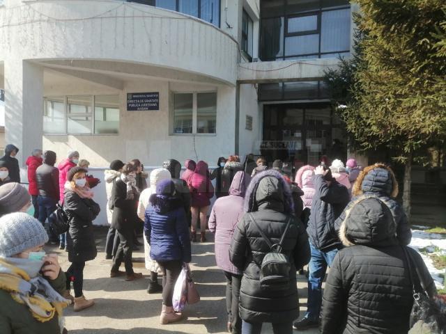 Cadre medicale venite ieri la Direcția de Sănătate Publică Suceava și aşteptând să fie testate