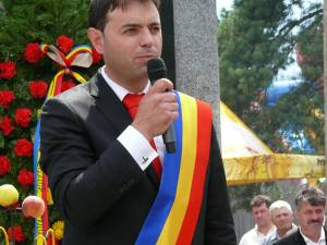 Primarul din Poiana Stampei, Viluț Mezdrea