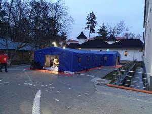 Corturile de triaj de la spitalul vechi din Suceava au fost instalate