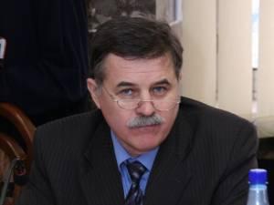 •Vicepreşedintele Consiliului Judeţean Suceava Viorel Seredenciuc