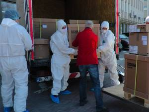 Cele două echipamente principale pentru o linie de testare COVID-19, donate de Arhiepiscopia Sucevei și Rădăuților, au ajuns la Spitalul Județean