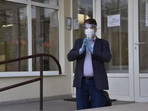Directorul SGA Suceava, demis din funcție pentru că s-a rugat în genunchi în fața instituției pentru a salva orașul de pandemie