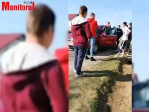 Secretarul Primăriei orașului Salcea, Ionică Petraș, a fost filmat în timp ce vocifera extrem de violent în fața unui grup de tineri, în plină stradă