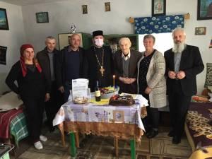 Gheorghe Cotos sărbătorit în casa sa din Straja, la împlinirea vârstei de 100 de ani