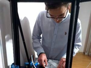 Dispozitivele au fost realizate utilizând o imprimantă 3D