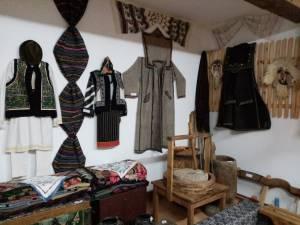 Colecție etnografică impresionantă, la Clubul Copiilor Fălticeni