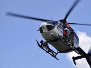 Un elicopter acționează în Suceava, în cadrul unei acțiuni care urmărește tăierile ilegale de pădure