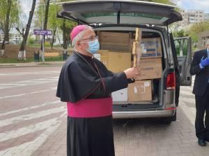 """""""Crucea Sfântului Francisc"""", oferită de Papa Francisc Spitalului Suceava, transmisă noului manager, dr. Buzdugan"""