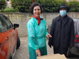 Părintele protoiereu Adrian Dulgheriu şi medicul Elena Iftimesei