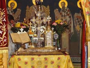 Măsuri propuse la redeschiderea bisericilor: mască, evitarea sărutării obiectelor sacre, împărtășanie cu lingurițe de unică folosință