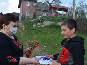 Peste 100 de cărți au ajuns la elevi din Moldovița, din partea Fundației Autonom