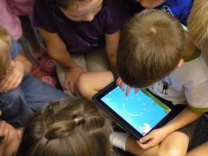 Aproape 800 de tablete vor fi cumpărate de Primăria Suceava, pentru elevi - sursa foto Playtech.ro