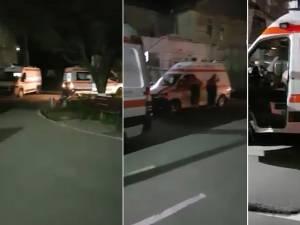 Ambulanţe adunate luni noapte la Spitalul Rădăuți