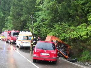 Șofer rănit după ce mașina i-a fost lovită de un autoturism care a intrat pe contrasens