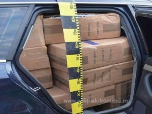 Autospecială a Poliției de Frontieră, lovită de mașina unui contrabandist care transporta țigări de aproape 40.000 de euro