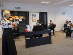 """Ansamblul """"Ciprian Porumbescu"""" a interpretat """"Balada"""" lui Ciprian Porumbescu în semn de omagiu față de ÎPS Pimen"""