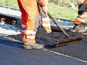 Lucrări de asfaltare pe DN 17, la Pojorâta