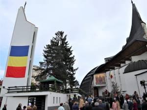 Slujbă de pomenire pentru eroii neamului, oficiată la inaugurarea Turnului Unirii, în prezența autorităților locale