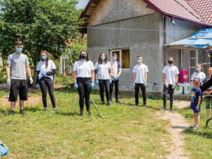 Voluntarii Asociației Tinerilor Ortodocși Suceveni au ajuns cu ajutoare la o familie greu încercată din Brăești – Botoșani