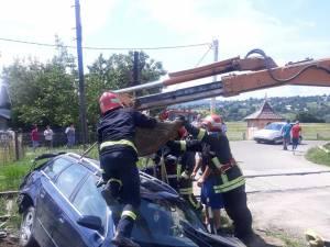 Un autoturism cu cinci persoane, lovit de trenul Cacica - Suceava
